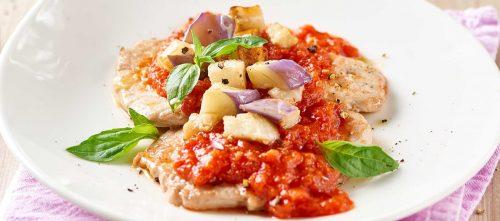 Scaloppine med tomat, auberginer og bønnespirer