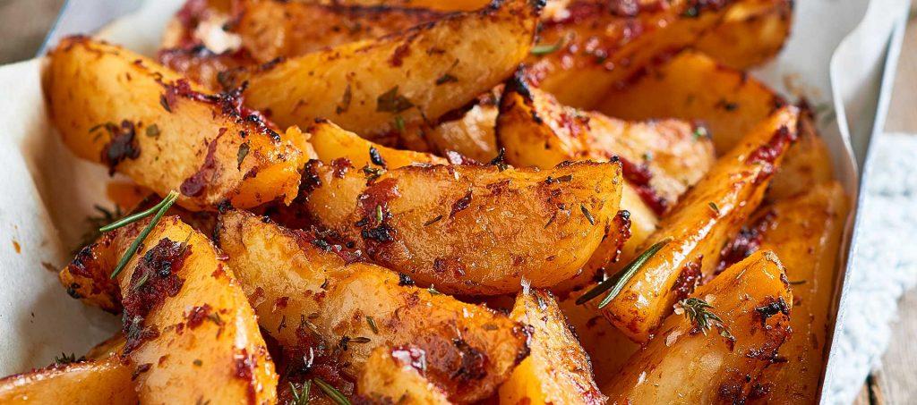 Patatas bravas med urter, krydder og Mutti tomatpuré, dobbelkonsentrat