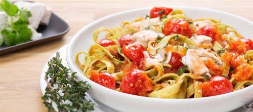 Pasta med tomater og geitost