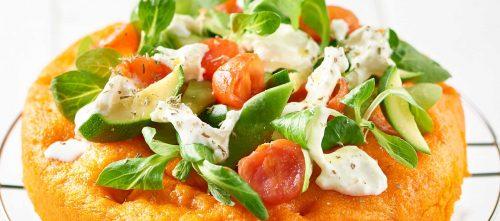 Rød dampet focaccia med grønnsaker og mozzarella