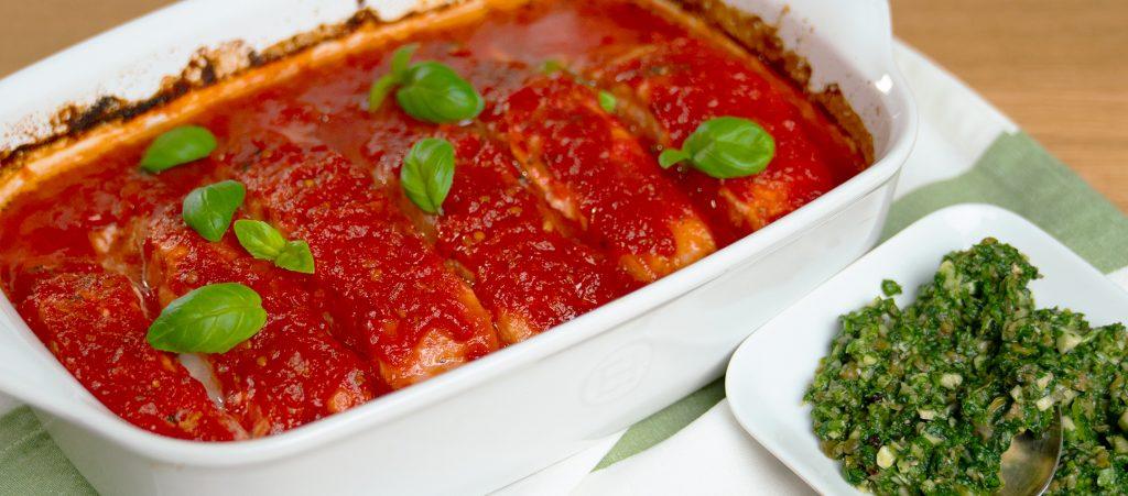 Ovnsbakt laks med tomat og salsa verde