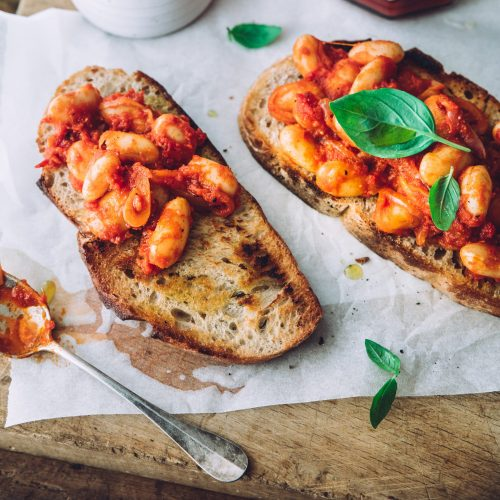 Toast med hvite bønner i tomatsaus