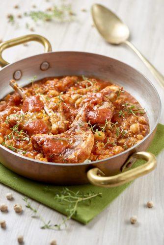 Zimino på kikärtor, lammkotletter, tomat och timjan
