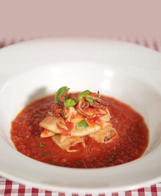 Calamari i tomatsås