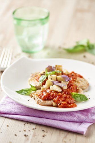 Schnitzlar med tomat, aubergine och groddar