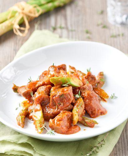 Nötgryta med tomat och sparris