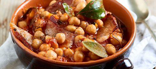 Varma kikärtor, skalade tomater och sidfläsk