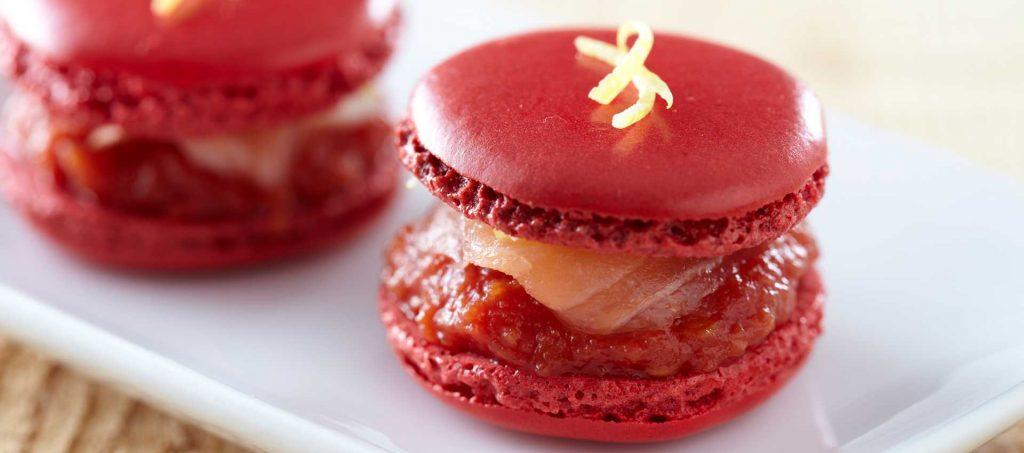 Macarons med finkrossad tomat och rökt lax