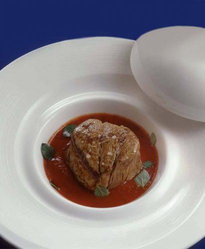 Tournedos av kalvkött med pizzaiolasås gjord på Mutti Passerade Tomater