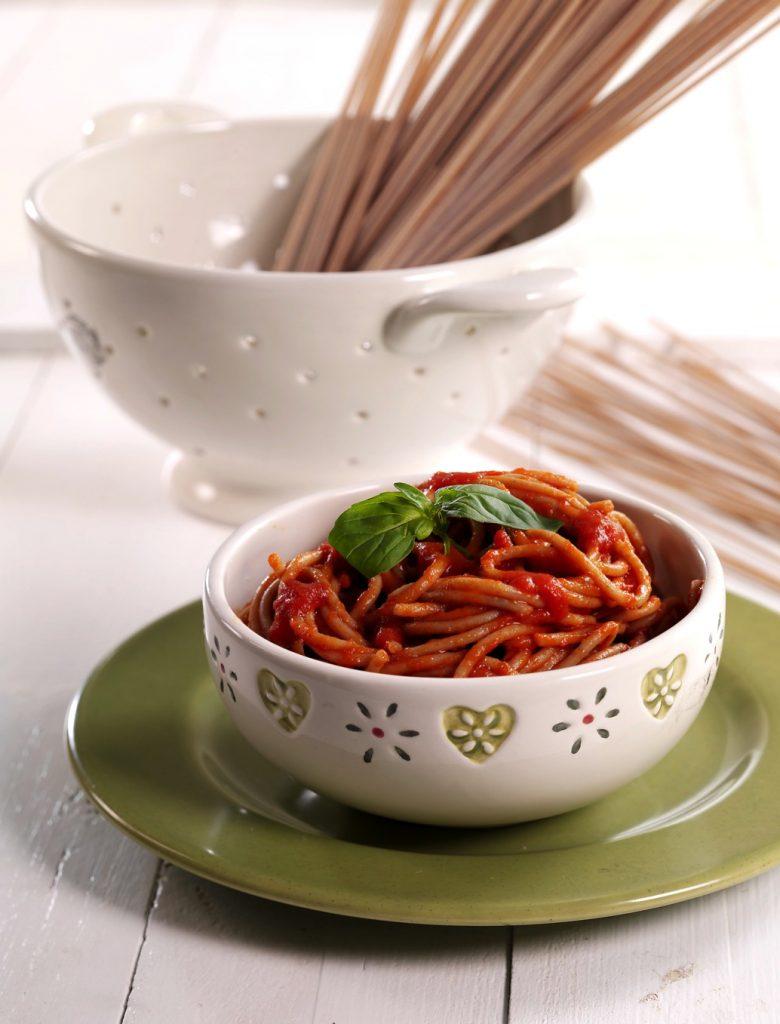 Dinkel- oder Vollkornspaghetti mit Datteltomaten