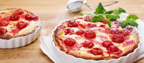 Kuchen mit Rhabarber, Erdbeeren und Cherrytomaten