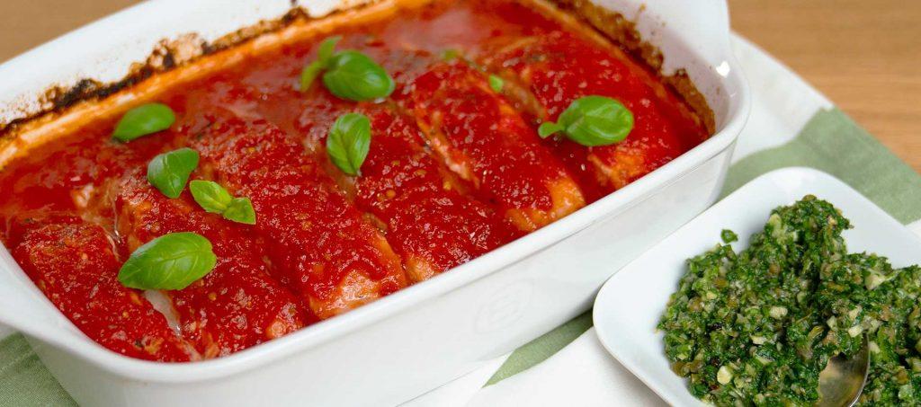 Ofenlachs mit Tomaten und Salsa verde