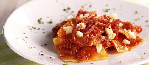 Lasagne mit Scharfer Salami und Scamorza-Würfeln