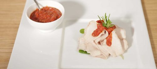Schweinerücken in kräftiger Tomatensauce