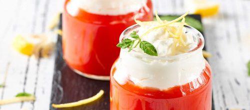 Frische Tomatencreme mit Ricotta-Mousse und Minze
