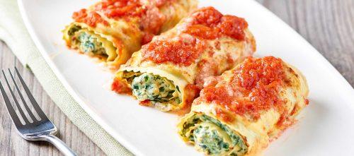 Lasagna-Rolle mit Ricottakäse, Spinat und Tomatenfruchtfleisch