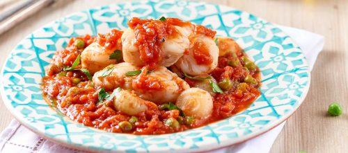 Fischragout mit Perlzwiebeln, Erbsen und feinem Tomatenfruchtfleisch