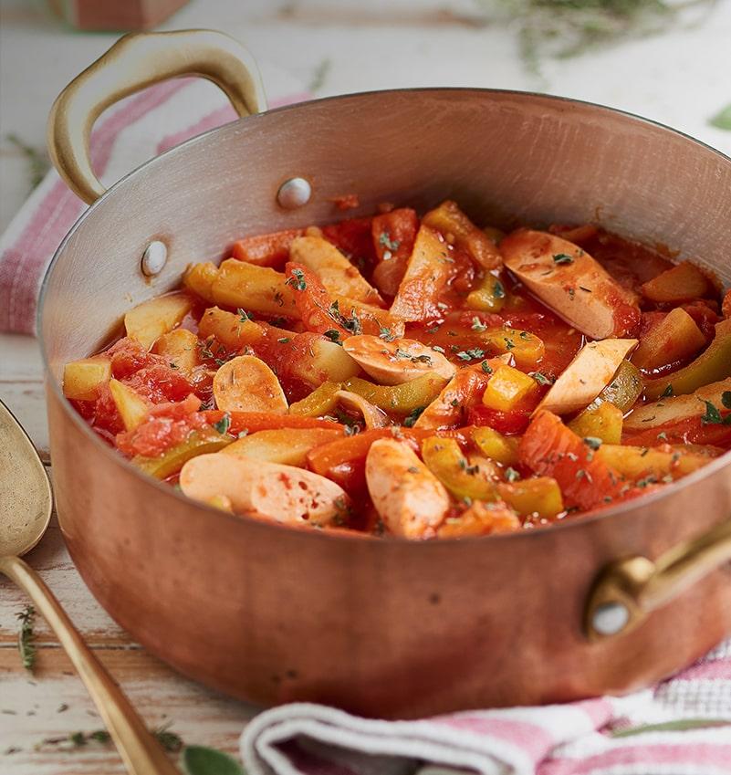 Goulash de saucisses et légumes