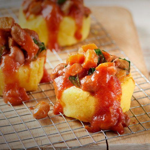 Polenta au seitan, sauce tomate et haricots