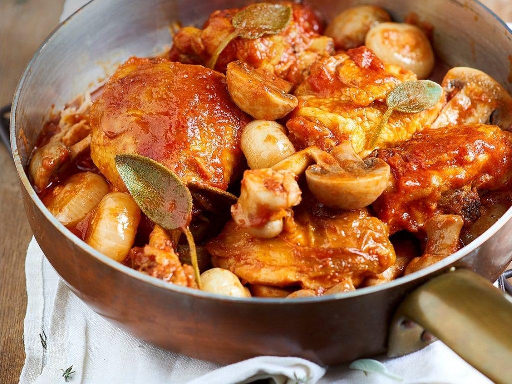 Poulet à la sauce tomate et champignons