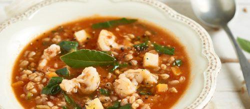Soupe d'épeautre à la tomate, blettes et crevettes