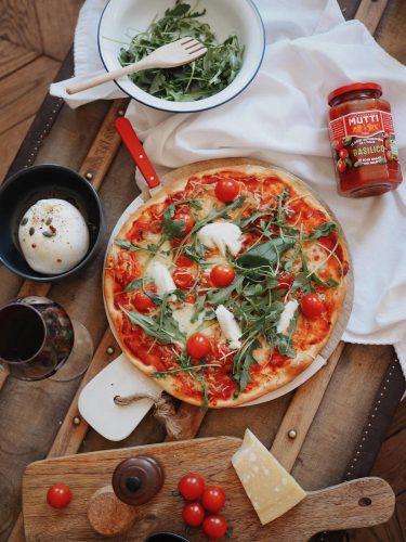 Pizza à la mozzarella di Bufala