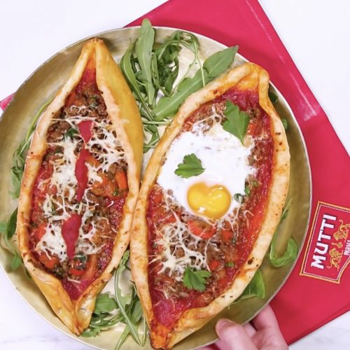 Pizza à la viande hachée «façon pide»