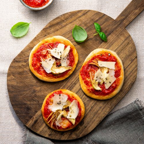 Mini margherita pizzas with raw artichokes and pecorino
