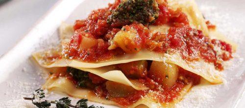 Gedeconstrueerde lasagne met aardappelen en broccoli