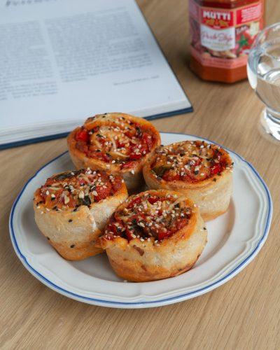 Hartige broodjes met Mutti rode tomaten pesto