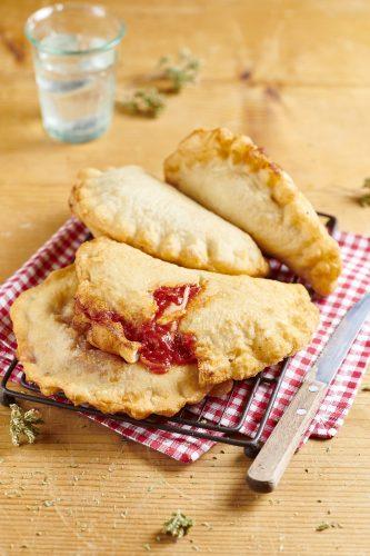 Итальянские пирожки Панцеротти с моцареллой и томатами