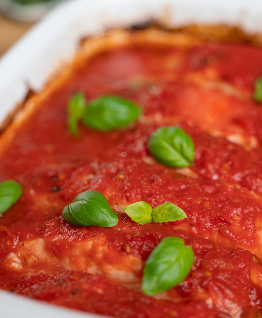 Baked salmon with tomato sauce