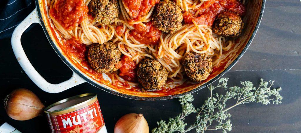 Vegan Italian meatballs with spaghetti