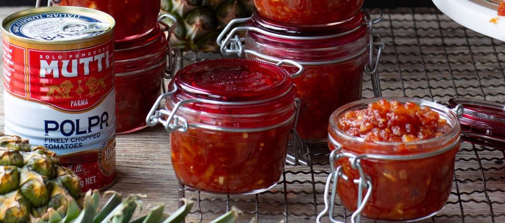 Pineapple relish with sweet and spicy tomato