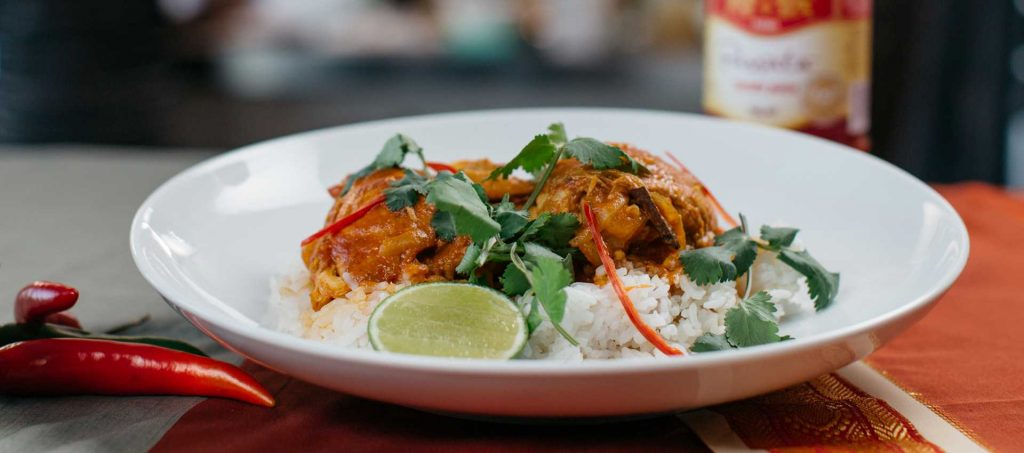 Chicken curry with coconut milk and tomatoes