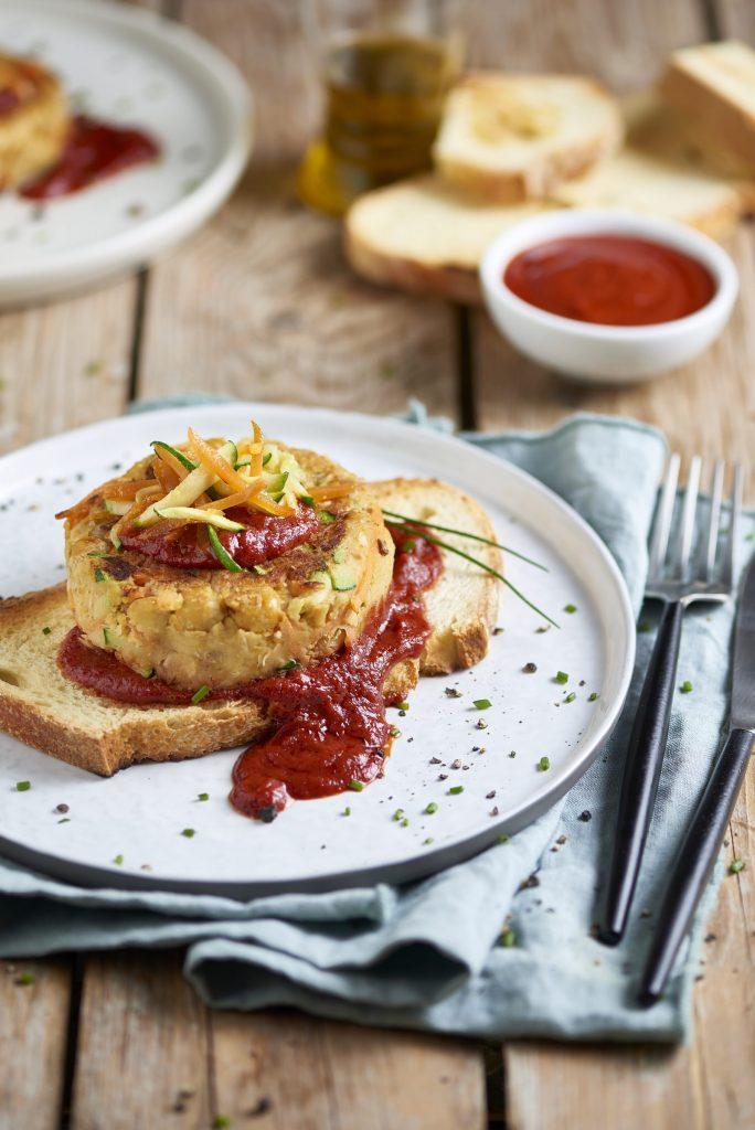 Hamburger di ceci e rosmarino con salsa agrodolce di pomodoro