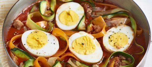 Tagliatelle di verdure con uova sode