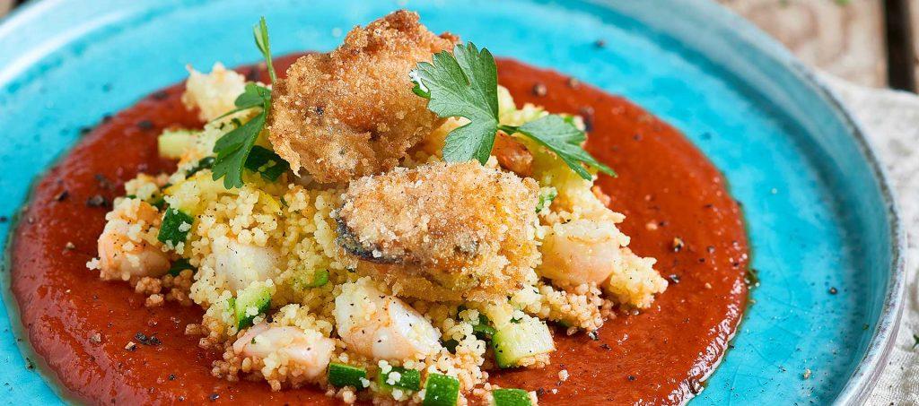Couscous di mare con cozze fritte e bisque di gamberi