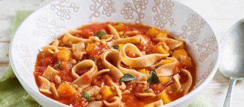 Fettuccine integrali con lenticchie, pomodoro e zucca