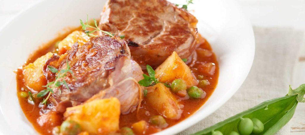 Filetto di maiale con pomodoro e verdure