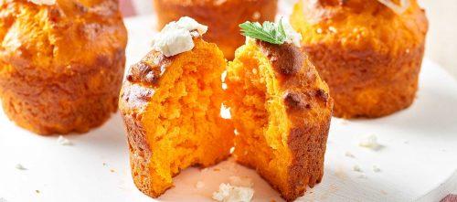 Muffin al pomodoro con cipolle caramellate e feta