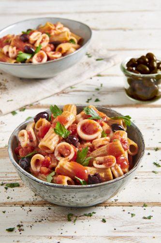 Maccheroncini integrali con calamari e olive taggiasche