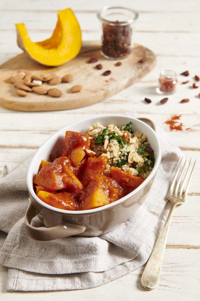 Quinoa alle erbette, uvetta e mandorle con zucca al curry rosso