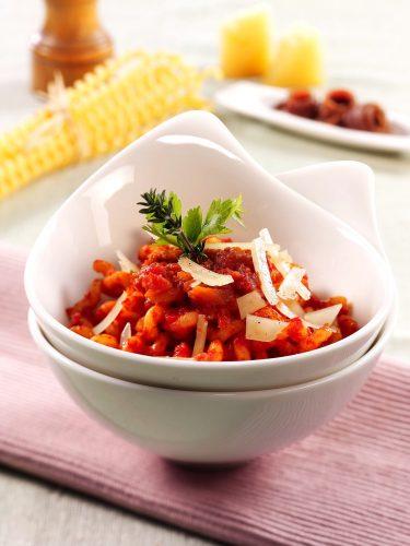 Fusilloni-pastaa anjoviskastikkeella ja pecorinolastuilla