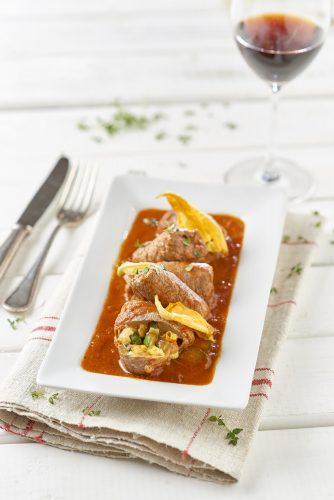 Naudanliha-carpaccio-kääryleet fontina-juuston ja kesäkurpitsan kanssa