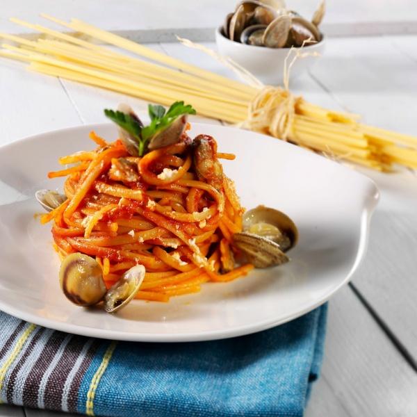 Linguine alle vongole ricotta-juustolla ja tomaatilla
