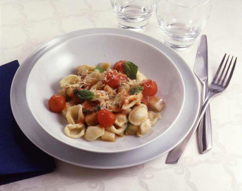 Orecchiette-pastaa munakoiso-ricottakastikkeessa