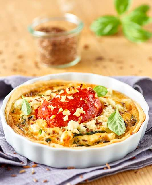 Feta-pinaattiquiche kuorituilla tomaateilla