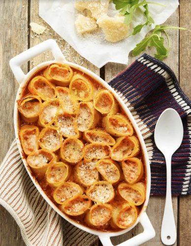 Cannellonit basilika-ricotta-tomaattikastiketäytteellä